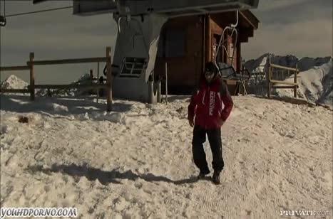 Девушки без труда занялись сексом на снежной вершине