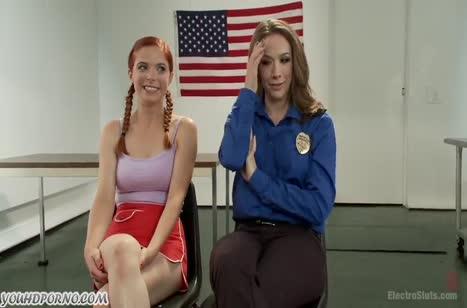 Жесткий БДСМ секс красивых фигуристых лесбиянок