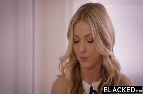 Симпотные блондинки рады устроить групповуху с черным самцом №1