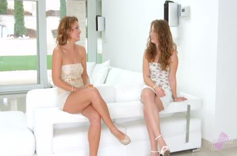 Девушки с красивыми прическами дарят друг другу оргазмы