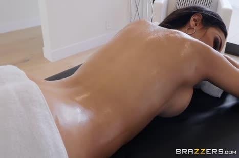Гламурная Tia Cyrus променяла массаж на секс