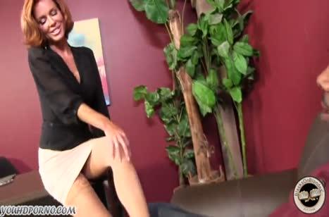 Зрелая Veronica Avluv трахается с черным в офисе