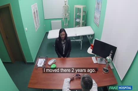 Доктор в своем кабинете трахнул симпатичную пациентку