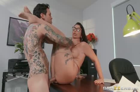 Аппетитная Ivy Lebelle устроила развратный секс на работе №6