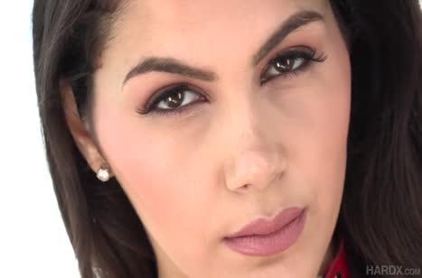 Valentina Nappi изнывает от хардкорного анала